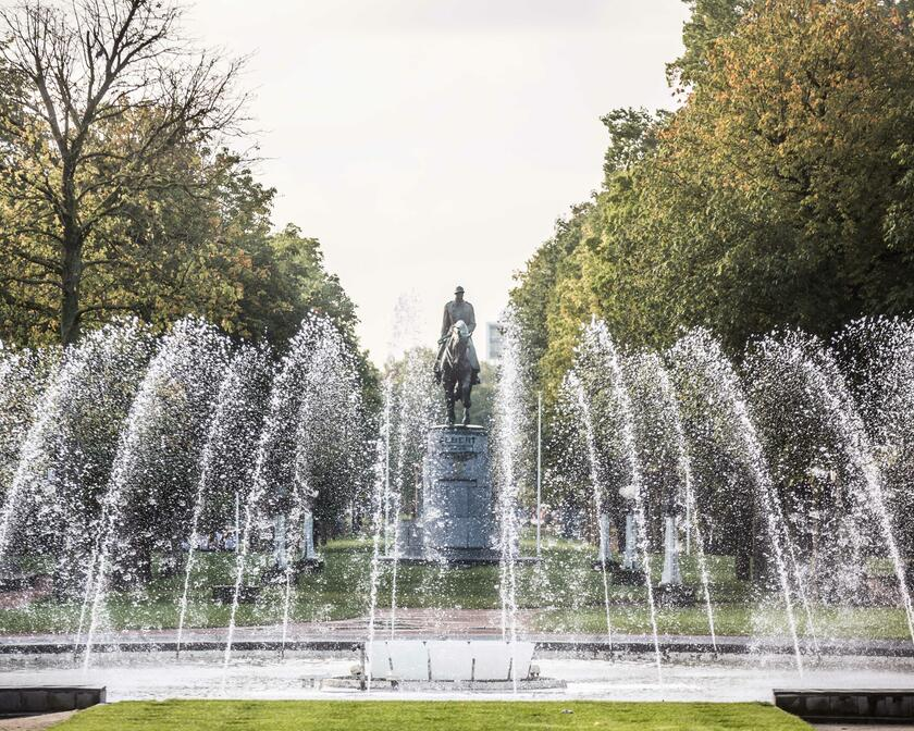 Statue of king Albert I and fountain
