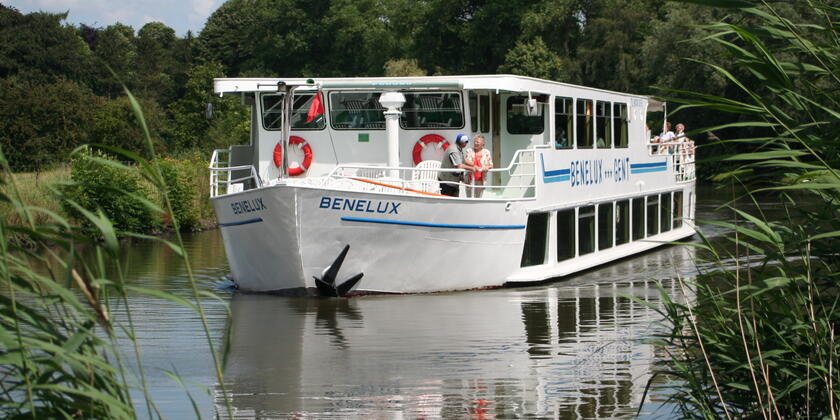 Cruise on the meandering Lys