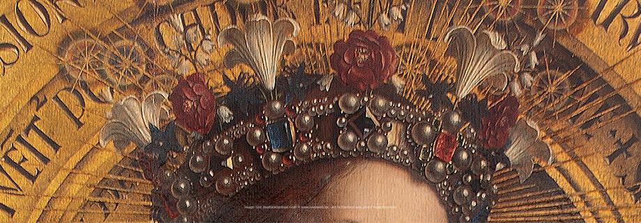 """И вот снова о символах, о которых я рассказывала в """"Клоуз-уп: Фруктовая Мария"""". Полюбуйтесь на корону царицы небесной Марии — белые лилии невинности и красные розы мук Христовых."""