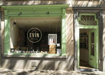 EVÍN Wine store & bar