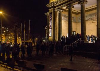Museumnacht - rij wachtende mensen