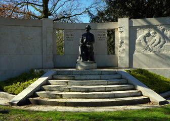Standbeeld Emile Claus