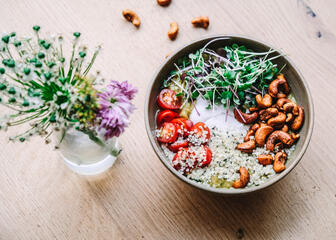 Bowl with tomatoes, cress and cashews