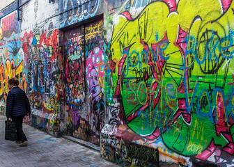 Ruelle aux graffitis